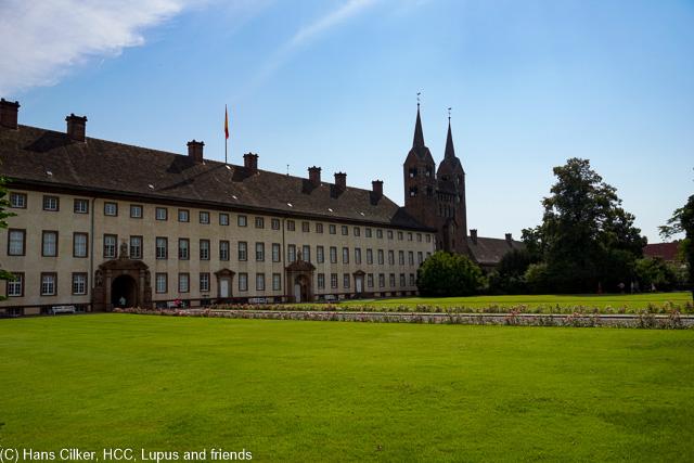 von Höxter mit dem maroden Parkhaus geht es nach Corvey dem Weltkulturerbe und dann in die Stadt, eine Baustelle vom Feinsten.