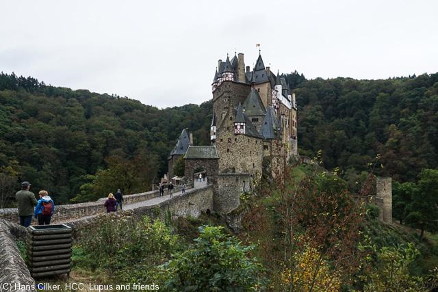hier war ich vor über 50 Jahren, so mit 7 und ich weiß noch wie heute das diese Burg über mir war während ich unten im Bachgespielt habe.