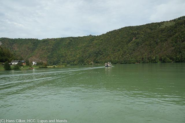 Da ja die Grenzen dicht sind wegen Syrern, nehmen wir das Schiff nach Schlögen, Zuvor ein Stadtrundgang, nach wie vor sehr eng da und auf der Donau dann ein echter Sturm.