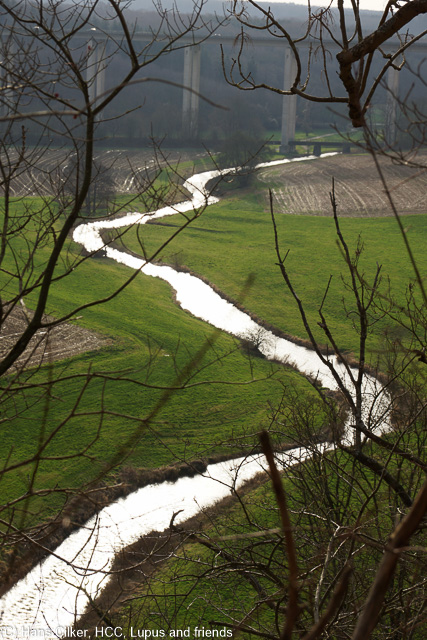 Rund um die Wewelsburg auf einem Weg der zum Teil an den Rheinsteig erinnert.