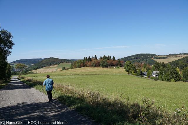 Wunderschön geht es durch die Landschaft,einsam bis auf die Kahle Pön und eine Katastrophe an der Hütte. Man kann mit dem Auto hin und es werden auch Mengen mit Kutschen rauf gefahren.